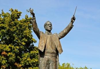 Holst Statue
